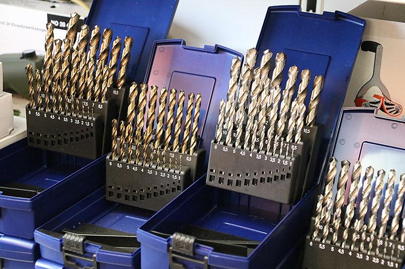 Auswahl an Werkzeugen für die Metallbearbeitung